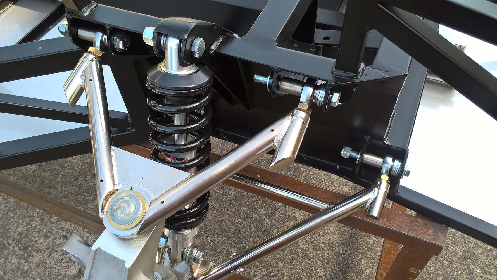 GTR front suspension alloy uprights and 6 pin drive wheel hubs